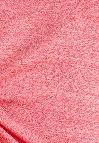Esprit Sports - MIT SCHMEICHELNDEN ZIER - Basic T-shirt - berry red - 5