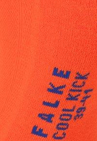 FALKE - COOL KICK SN FALKE COOL KICK SNEAKERSOCKEN BLAU - Socks - flash orange - 1