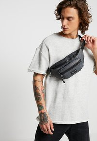 HXTN Supply - UTILITY TRANSPORTER BUM BAG - Bum bag - charcoal - 1