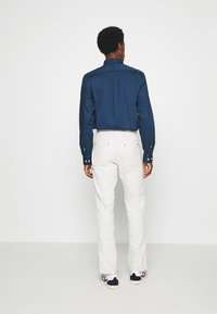 GAP - WORKERS PANT - Trousers - off-white - 2