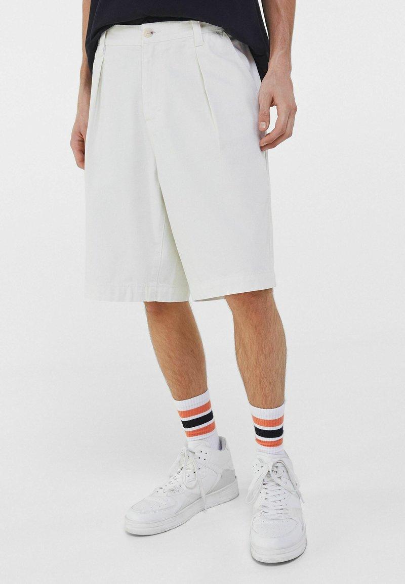 Bershka - Shorts - stone