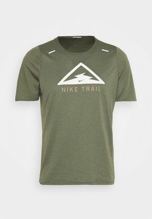 RISE TRAIL - T-shirt z nadrukiem - medium olive/barely volt