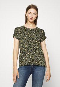 ONLY - ONLMOSTER - T-shirts med print - grape leaf/green - 0