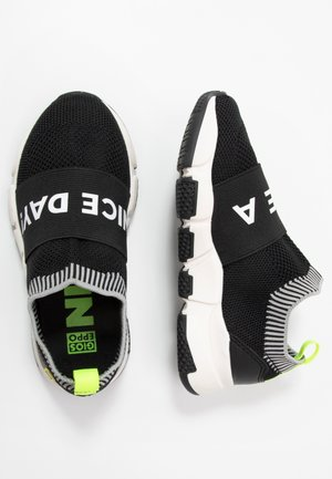 KOTA - Scarpe senza lacci - black