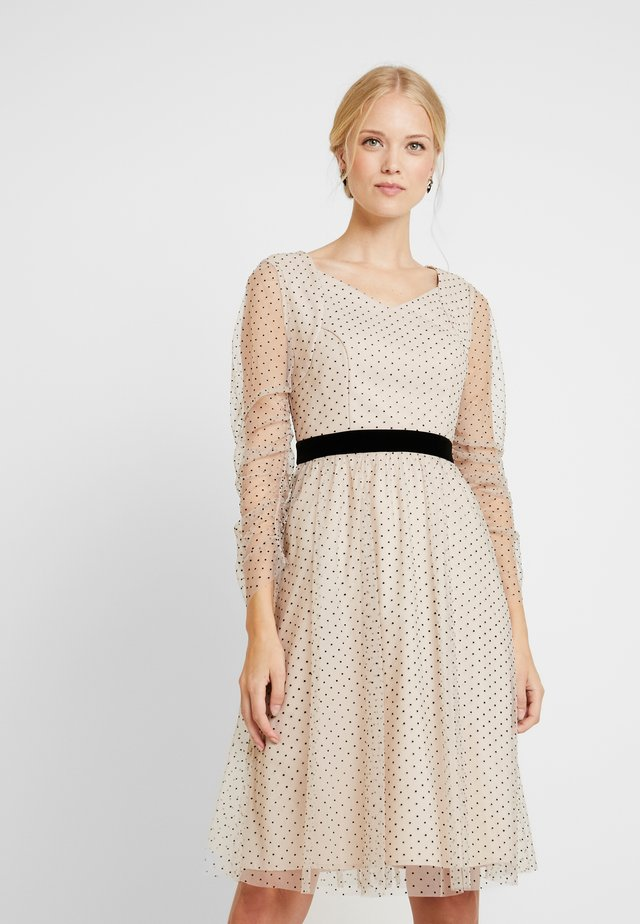DRESS WITH DOTS - Cocktailklänning - nude/black