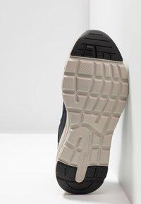 Skechers - VERRADO RELAXED FIT - Sneaker low - navy - 4