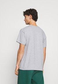 Mennace - EL CASA UNISEX - T-shirt con stampa - grey - 2