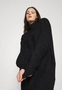 Noisy May Curve - NMROBINA HIGH NECK DRESS  - Jumper dress - dark grey melange - 3