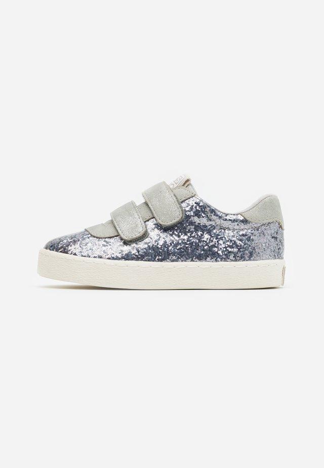 Sneakers laag - plomo