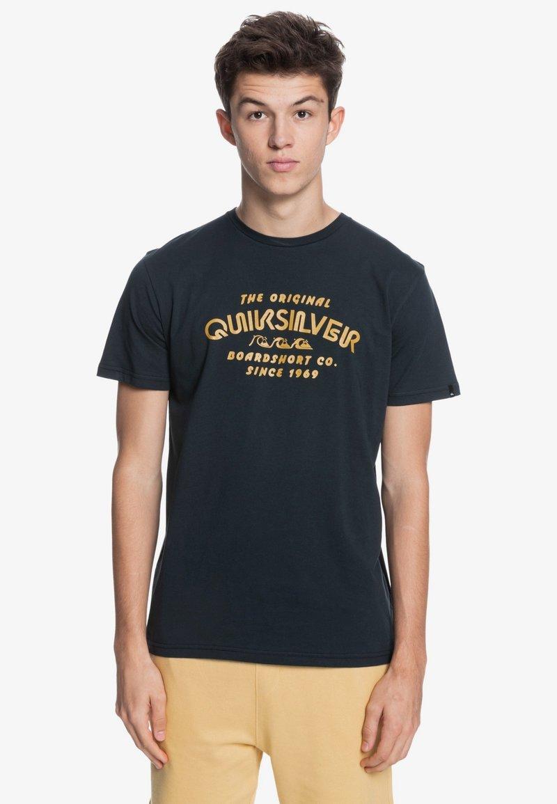 Quiksilver - WIDER MILE - Print T-shirt - black