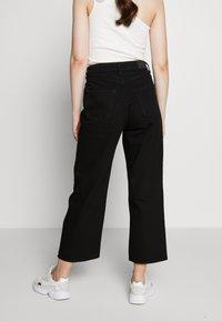 Monki - Relaxed fit jeans - black dark - 2