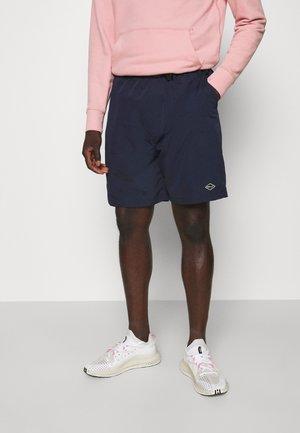 BUCKET BELT TONAL RINT - Shorts - navy