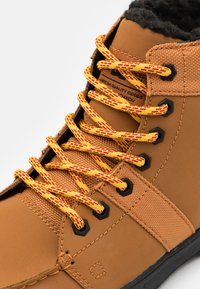 DC Shoes - WOODLAND - Höga sneakers - wheat - 5