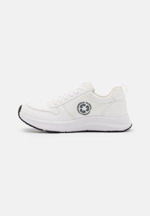 JORDAN VEGAN  - Sneakersy niskie - white
