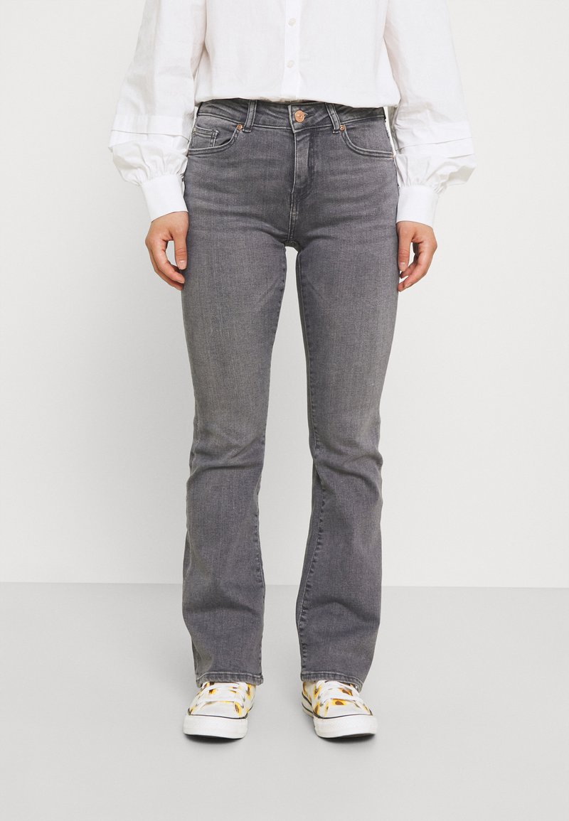 ONLY Petite - ONLHUSH LIFE MID  - Flared Jeans - grey denim