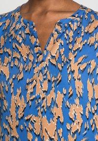 comma - KURZARM - Blus - blue - 4