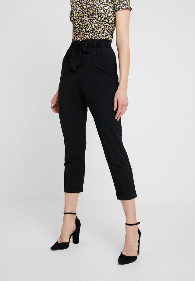 TIE WAIST PERFORMANCE PANT - Trousers - black