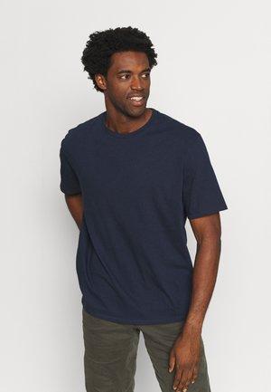 ROAD TO REGENERATIVE TEE - T-shirt - bas - new navy