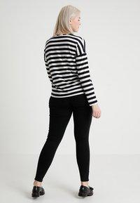 ONLY Carmakoma - CARTHUNDER PUSH UP - Jeans Skinny - black - 2