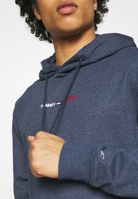 Tommy Jeans - STRAIGHT LOGO HOODIE - Mikina - blue - 3