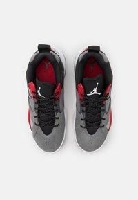 Jordan - ZOOM '92 - Sneakersy wysokie - smoke grey/black/gym red/white - 3