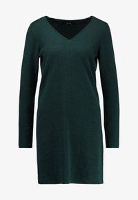Vero Moda - VMDIANE V-NECK DRESS - Pletené šaty - ponderosa pine - 5