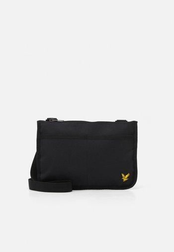 FLAT POUCH - Across body bag - true black
