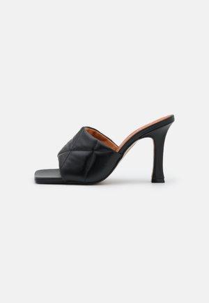 Pantofle na podpatku - black tibet