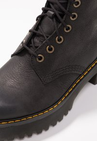 Dr. Martens - SHRIVER HI 8 EYE BOOT - Platform ankle boots - black - 2