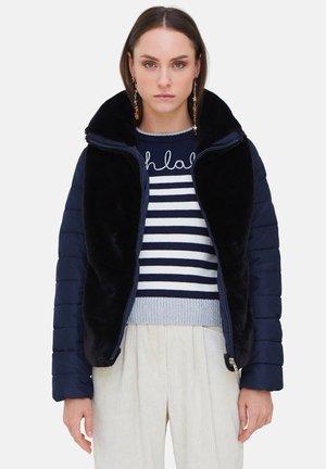 CON INSERTI IN SIMIL PELLICCI - Winter jacket - blu