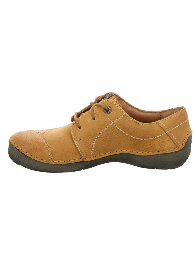 FERGEY 20, SAFRAN - Chaussures à lacets - safran
