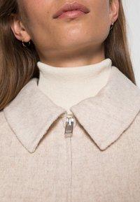 Selected Femme - SLFREGGY SHORT HANDMADE JACKET SOLID  - Korte jassen - sandshell - 4