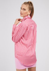 Guess - POPELINE - Button-down blouse - mehrfarbe rose - 2