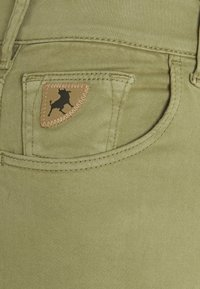 LOIS Jeans - CELIA - Jeans Skinny Fit - olive grey - 2