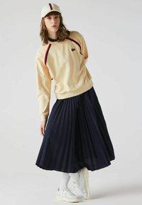 Lacoste - Sweatshirt - beige - 0