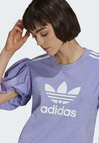 adidas Originals - Print T-shirt - light purple - 4