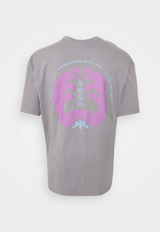 MONDOKORO - T-shirt imprimé - frost grey