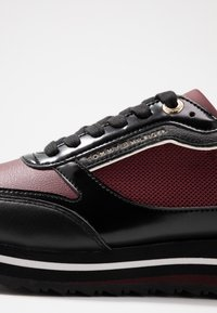 Tommy Hilfiger - TOMMY RETRO BRANDED  - Sneakers - bordeaux - 2
