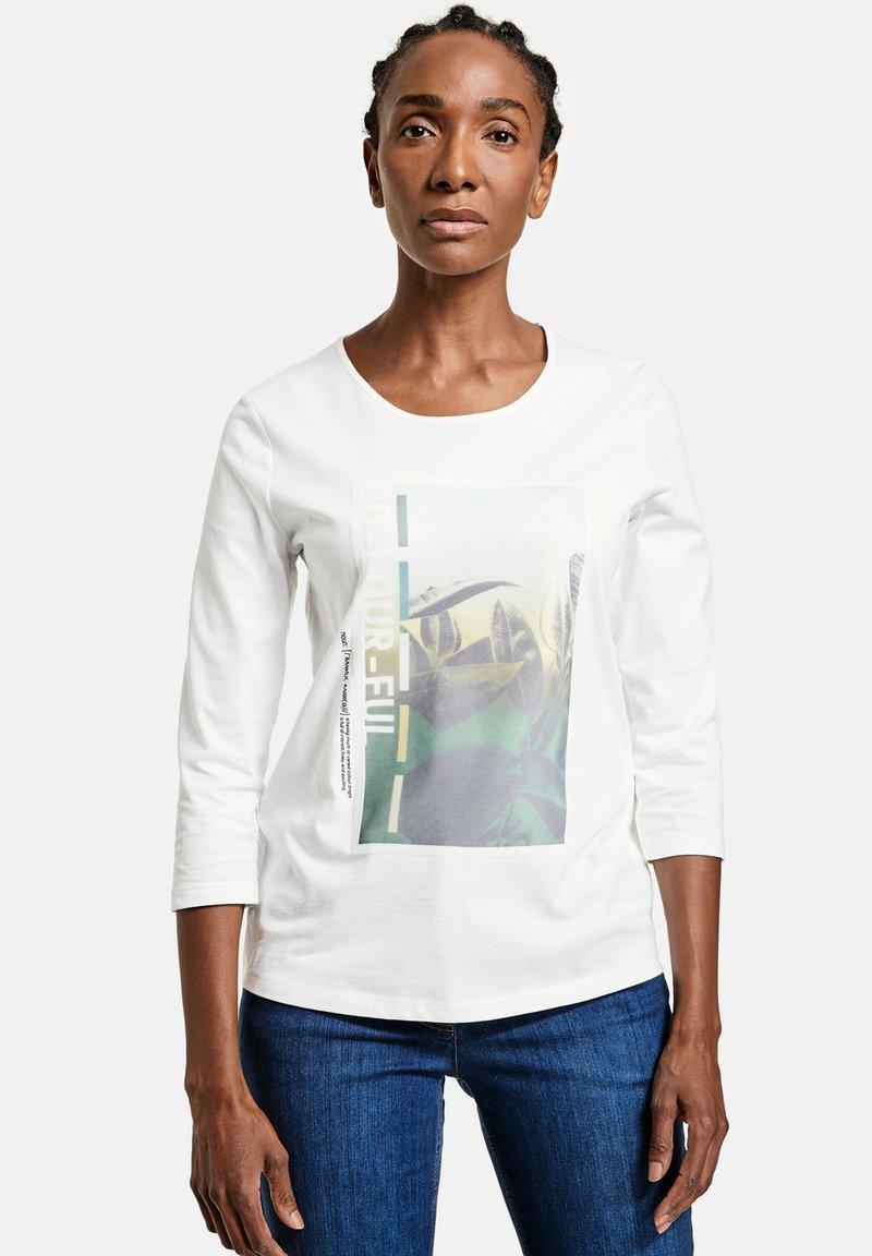 Gerry Weber - Print T-shirt - ecru/weiss/grün patch