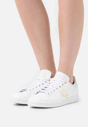 STAN SMITH  - Zapatillas - footwear white/halo mint/orange tint