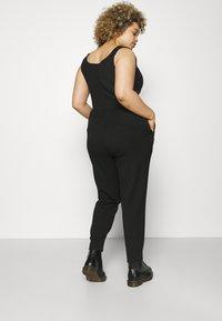 Vero Moda Curve - VMMAYA LOOSE STRING PANT - Broek - black - 2