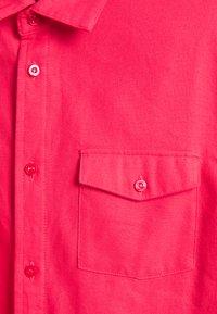 Nike SB - SOLID UNISEX - Shirt - fusion red - 2
