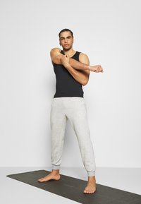 Curare Yogawear - LONG PANTS - Tracksuit bottoms - lightgrey melange - 1