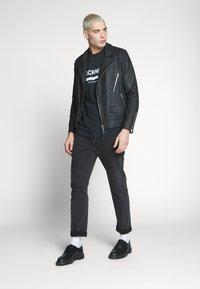 New Look - STOCKHOLM PRINT TEE - T-shirt z nadrukiem - black - 1