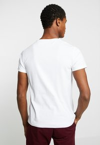 Timberland - DUNSTAN RIVER POCKET SLIM TEE - T-shirt basic - white - 2