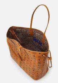 MCM - SHOPPER PROJECT VISETOS SET - Handbag - cognac - 2