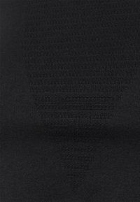 NU-IN - SEAMLESS LONG SLEEVE CROPPED - Topper langermet - black - 2