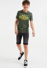 WE Fashion - Print T-shirt - dark green - 0