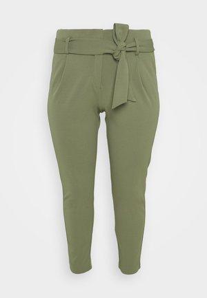 CARCAROLINUS BELT PANTS - Trousers - deep lichen green