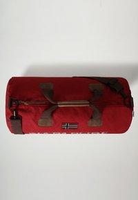 Napapijri - BERING  - Weekend bag - old red - 4